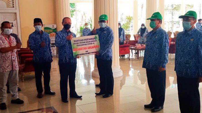 Ikut Terdampak Covid-19, 7.000 Petani di Majalengka Mendapat Bantuan Paket Pestisida