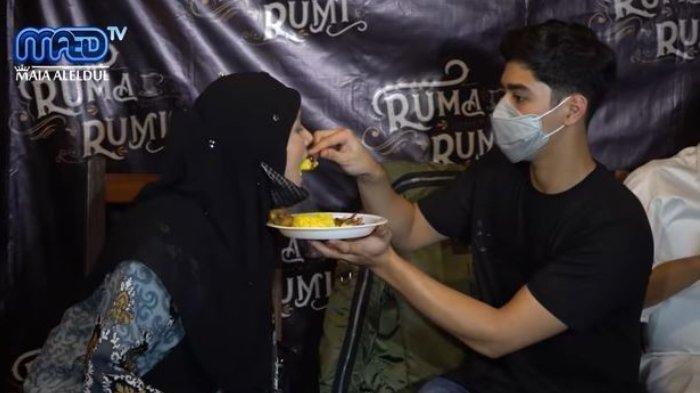 PEMANDANGAN Langka, Al Ghazali Suapi Mulan Jameela saat Ikut Ahmad Dhani Resmikan Cafe Al El Dul