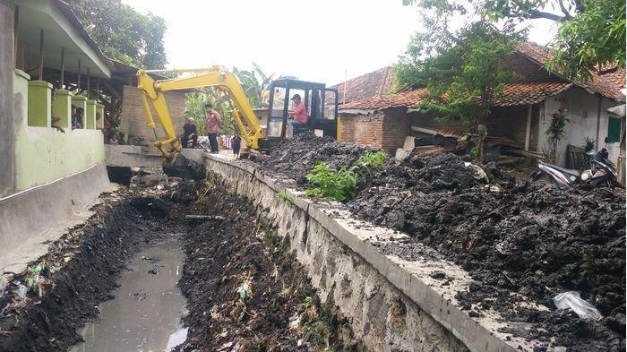 Langganan Banjir, Kuwu Desa Sarabau Cirebon Sebut Warganya Resah Saat Hujan Deras