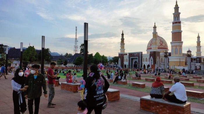 Alun-alun Majalengka Jadi Tempat Favorit Ngabuburit Warga Sepanjang Puasa Ramadan