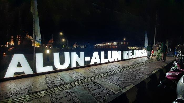 Tiga Spot Foto Favorit Warga di Alun-alun Kejaksan Kota Cirebon