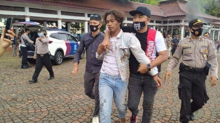Provokator yang Tolak Kedatangan Habib Rizieq di Banten Disikat Polisi, Berlebihan, Membakar Ban