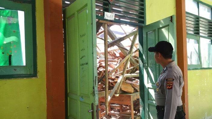 Dua Ruang Kelas SMPN 2 Plumbon Cirebon Ambruk, Siswa yang Terdampak Diliburkan