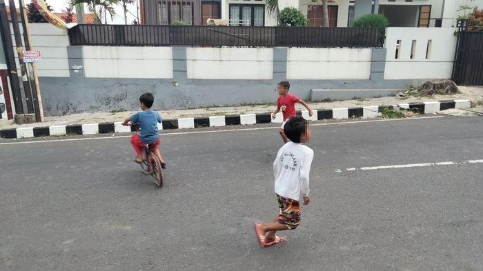 Dampak PKKM Darurat Jalanan di Kuningan Sepi, Anak-anak Senang Bisa Main, Sayang Tak Pakai Masker