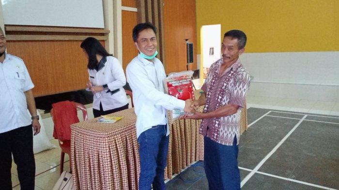 Krisis Pupuk, Anggota DPRD Kuningan Dorong Petani Gunakan Pupuk Organik
