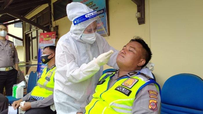 Antisipasi Penyebaran Covid-19, Anggota Satlantas Polres Cirebon Kota Jalani Rapid Test Antigen