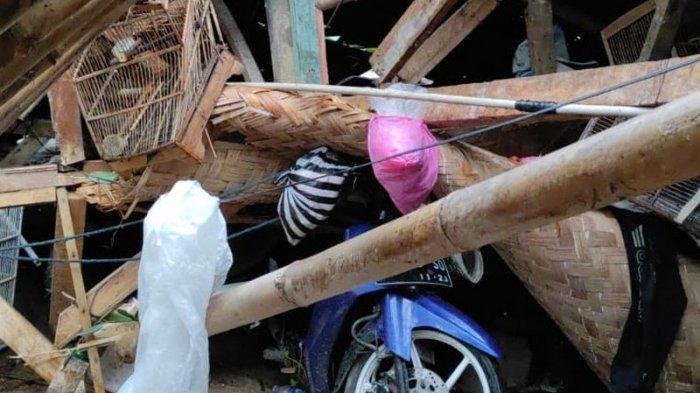 Angin Puting Beliung Mengamuk di Sukabumi, Ratusan Rumah Porak-poranda, Motor Ringsek Tertimpa Kayu