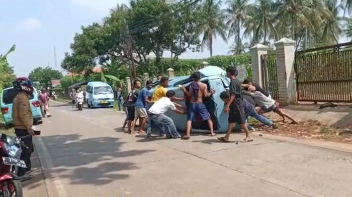 ANEH! Angkot Terguling di Cianjur, Sopir Ngaku Hindari Penyeberang, Saksi Mata Tak Lihat Orang Lewat