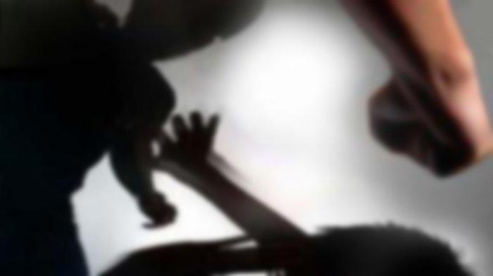 Istri Siksa Suami yang Sedang Gendong Anaknya, Dipukul, Dijambak hingga Ditendang Kepalanya