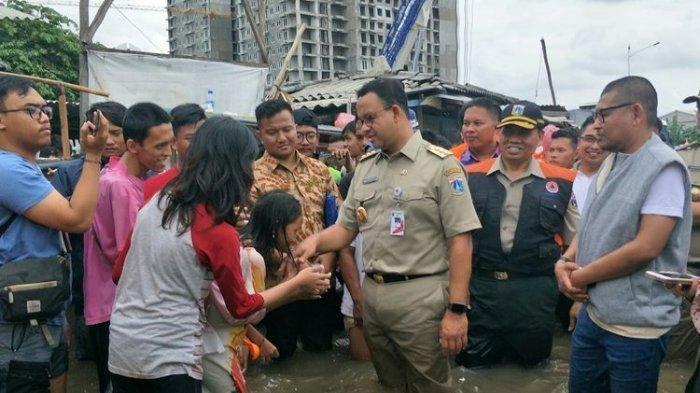 Presiden Jokowi Bilang Banjir Jakarta Karena Sampah, Gubernur Anies Baswedan Bantah: Bukan Sampah