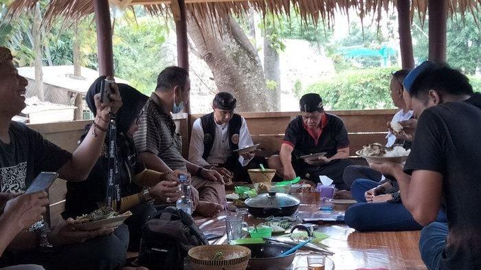 Manajemen Objek Wisata Alam Talaga Biru Cicerem Komitmen Lestarikan Budaya, Dipuji Anton Carliyan