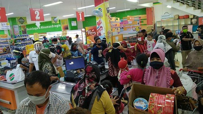 Petugas Gabungan Kembali Sidak Pusat Perbelanjaan di Indramayu, Pembeli Masih Tetap Berjubel