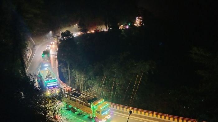 Malam Ini Jalur Bandung - Cirebon Macet di Sumedang, Antrean Kendaraan Capai 7 Kilometer