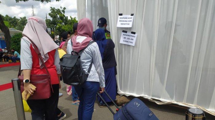 Waduh Antrean Panjang Rapid Test Antigen di Stasiun Kiaracondong Bandung Mencapai 3 Jam