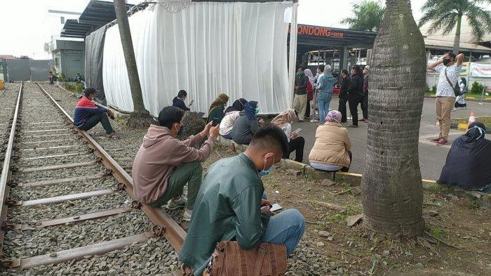Suasana antrean Rapid tes Antigen di Stasiun Kiaracondong, Selasa (22/12/2020)