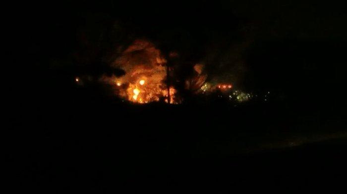BREAKING NEWS - Api Tiba-tiba Membesar, Warga di Sekitaran Kilang Pertamina Indramayu Panik