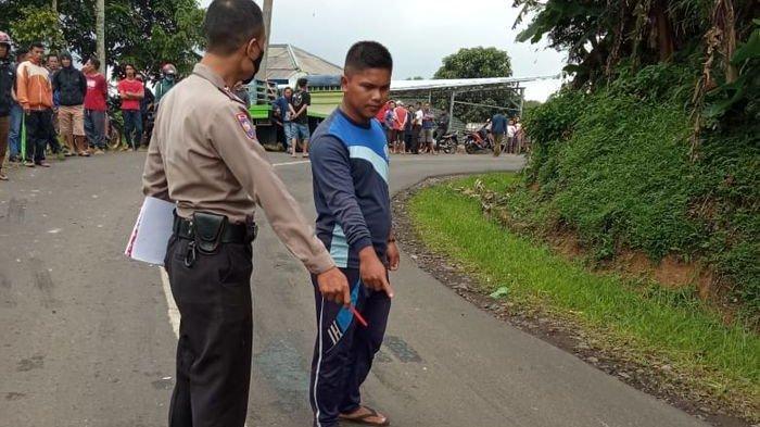 Aril Tewas Kecelakaan Lalu Lintas di Jalan Raya Kampung Cisapi Sukabumi, RX King Tabrak Truk