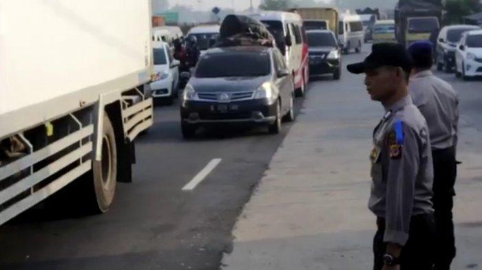 Jalur Pantura Padat Merayap, Polres Cirebon Siagakan 200 Personel Tim Urai