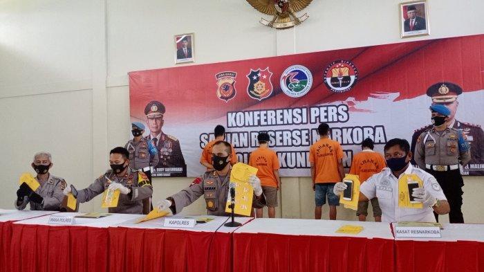 BREAKING NEWS Janda di Kuningan Asyik Pesta Sabu Sama Mahasiswa dan Dua Pria Lainnya