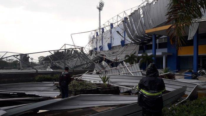 VIDEO Detik-detik Runtuhnya Atap Stadion SPorT Jabar Arcamanik, Untung Tak Ada Korban Jiwa