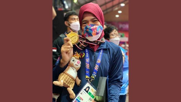 Atlet gulat asal Jabar, Dewi Atya meraih medali emas di ajang PON XX Papua 2021.