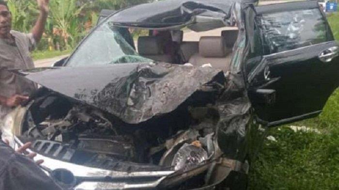 Toyota Avanza Ringsek Parah Setelah Tabrak Colt Diesel, Ajaibnya Sang Sopir Selamat Tanpa Luka