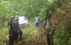HEBOH Mobil Avanza Isi 7 Penumpang Tiba-tiba Ada di Tengah Hutan Gunung Putri, Padahal Mau ke Tasik