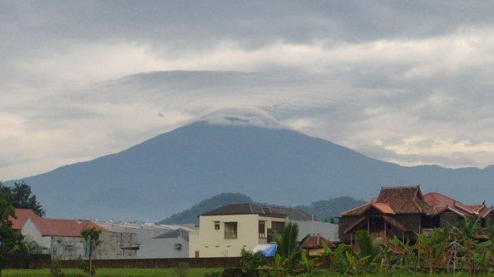 Awan UFO Muncul di Atas Gunung Ciremai Bikin Heboh Warga Majalengka, Ini Penjelasan BMKG Kertajati