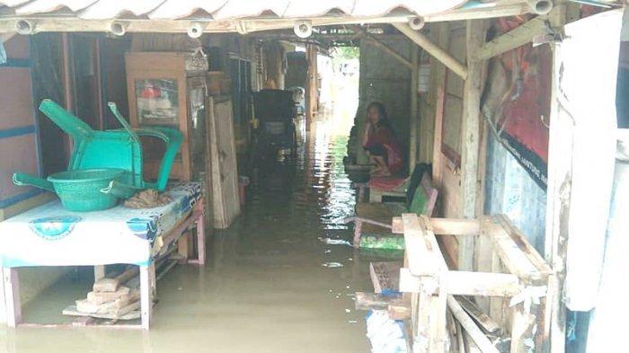 Sudah 2 Hari Ribuan Rumah di Desa Eretan Indramayu Terendam Banjir, Warga Ogah Mengungsi