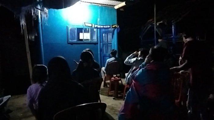 Suasana Nobar di Basecamp Persib Abah Sarji di Kuningan Jawa Barat