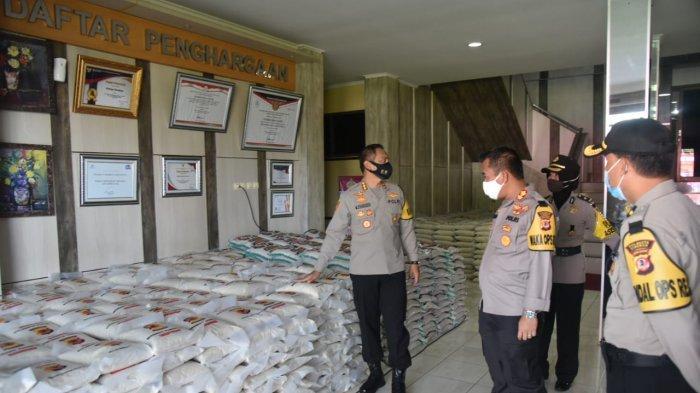 Polresta Cirebon Distribusikan 10 Ton Beras untuk Masyarakat Terdampak Covid-19 ke Polsek Jajaran