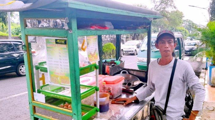 Kisah Bang Doel, Penjual Lumpia di Subang Hidup Sulit di Masa PPKM, Tetap Yakin Pandemi Berakhir