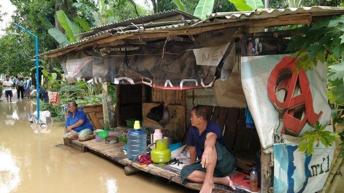Warga Desa Dukuh Indramayu Tagih Janji Bupati yang Akan Gusur Bangunan Liar Penyebab Banjir