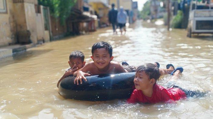 Dayeuhkolot Bandung Diterjang Banjir Selama Tiga Hari, Warga: Banjir di Sini Kaya Isi Ulang