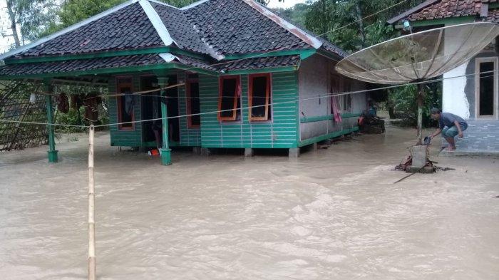 Banjir dan Longsor Terjang 2 Kecamatan di Cianjur Selatan, Ratusan Rumah Terendam, Akses Terputus