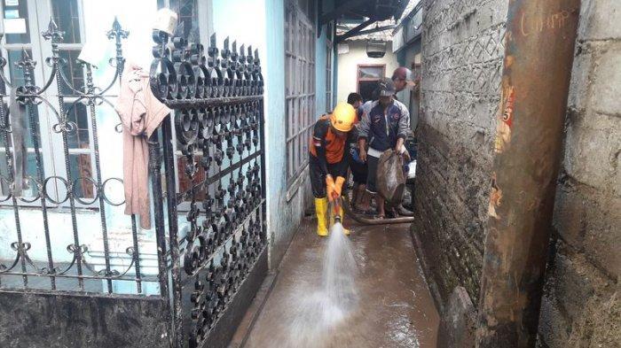 Lusa Masuk Sekolah, Anak-anak Korban Banjir di Pajagalan KBB Tak Punya Seragam Sekolah