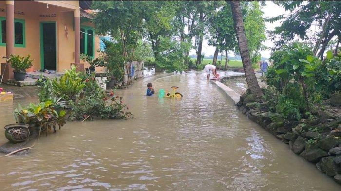 20 Rumah Terendam Banjir Akibat Luapan Sungai Cikamangi di Desa Leuweunghapit Majalengka