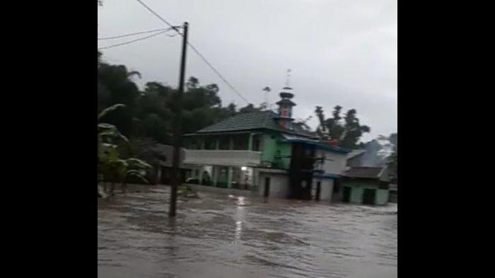 Puluhan Rumah Terendam Banjir di Kecamatan Cibatu Garut, Tunggu Surut Warga Dievakuasi