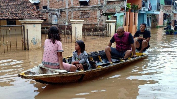 Banjir di Dayeuhkolot Capai 1,5 Meter, Warga Khawatir Banjir Akan Membesar Karena Air Kiriman