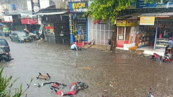 Hujan Deras Selama Satu Jam Sebabkan Lembang Banjir, Drainase Tak Mampu Tampung Air