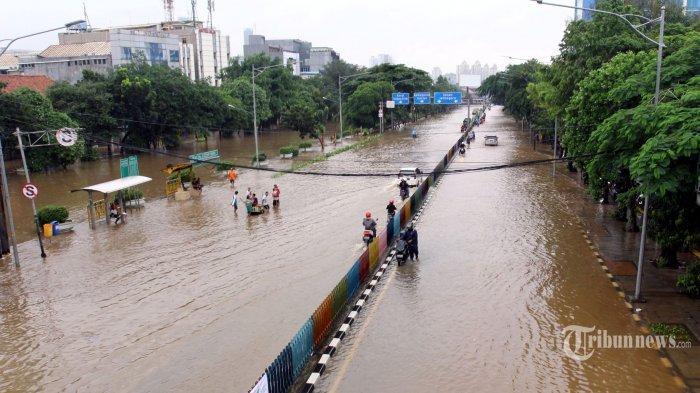 Jakarta Banjir Ribuan Warga Ngungsi, Jadi Sorotan Media Asing, Sebut Aktivitas Perekonomian Lumpuh