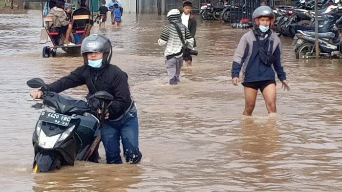 10 Ribu Lebih Rumah dari 4 Kecamatan di Kabupaten Bandung Terendam Banjir, Tinggi Air Capai 150 cm