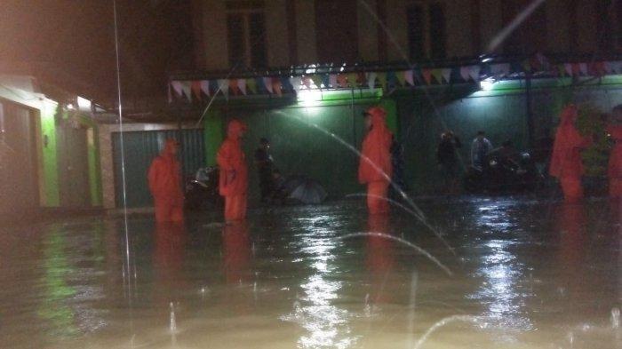 BREAKING NEWS - Hujan Semalaman, Banjir Terjang Desa Leuweunghapit Majalengka