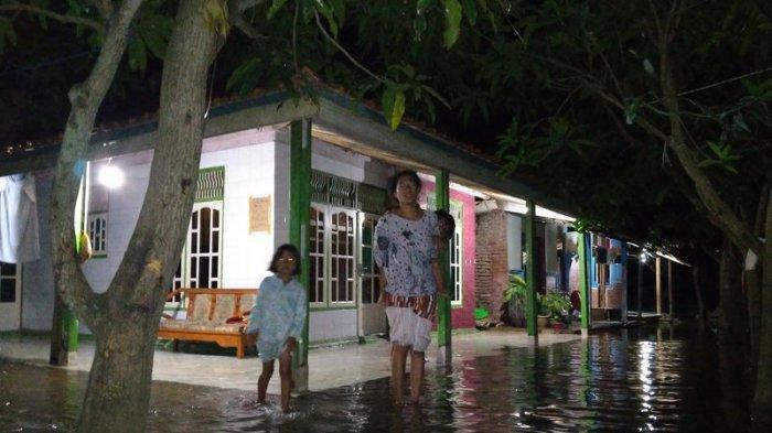 Warga di Desa Pabean Ilir Indramayu Kaget Saat Diterjang Banjir Rob: 'Baru Pertama Kali Separah Ini'