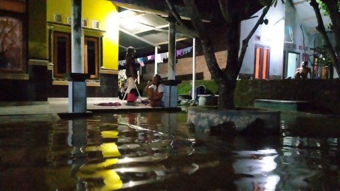 Banjir Rob di Pesisir Indramayu Semakin Parah, Air Sudah Setinggi 1,2 Meter Rendam Ribuan Rumah