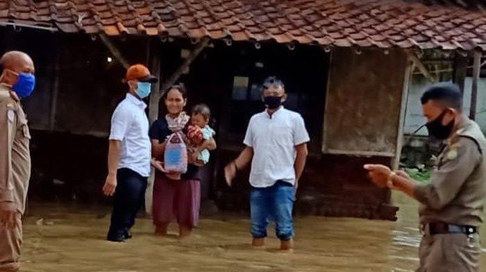 Air Sungai Meluap Rendam Sejumlah Desa di Indramayu, Tanggul Jebol, Ratusan Hektare Sawah Terendam