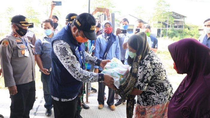 Bansos Tahap Pertama Bagi Warga Terdampak Covid-19 di Indramayu Mulai Didistribusikan