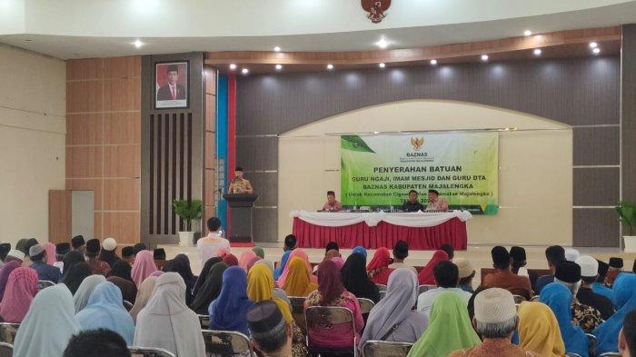Guru Ngaji dan Imam Masjid di Majalengka Diberi Bantuan oleh Pemkab Majalengka Melalui Baznas
