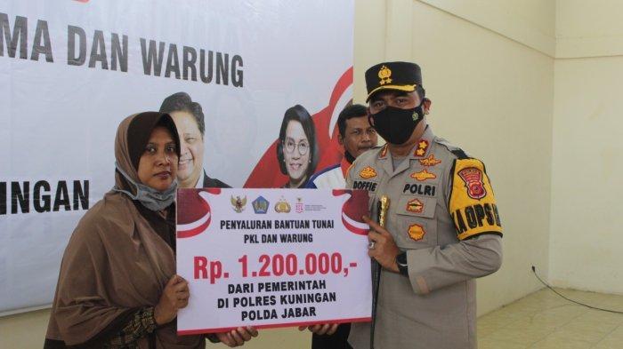 Kapolres Kuningan Sebar Bantuan Untuk PKL dan Pemilik Warung Sebesar Rp 1,2 Juta, Ini Penjelasannya