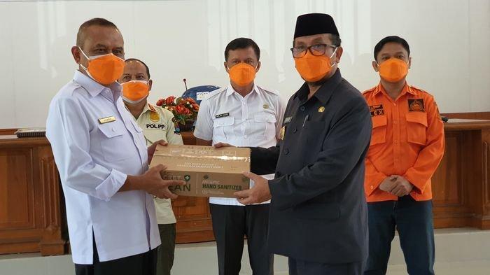 Siswa Sekolah di Kabupaten Cirebon Akan Pakai Masker Bantuan dari BNPB, Diserahkan Bupati ke Disdik